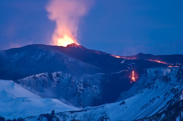 Eruption volcan avion