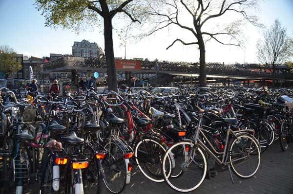 Vélo à Amsterdam parking