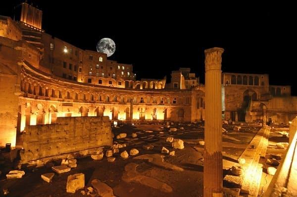 Forum Auguste de nuit visite