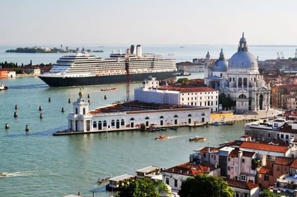 Impact nefaste des bateaux de croisière à Venise