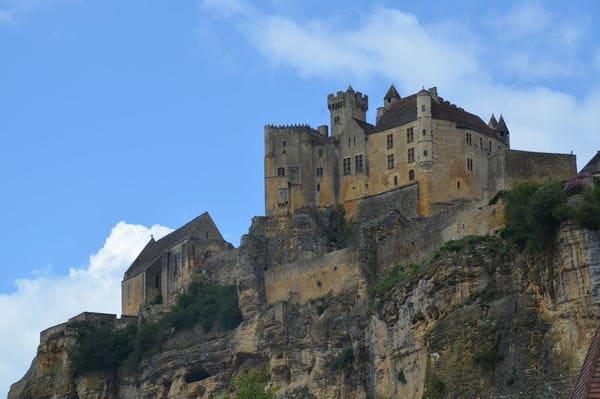 Chateau au sommet de la falaise
