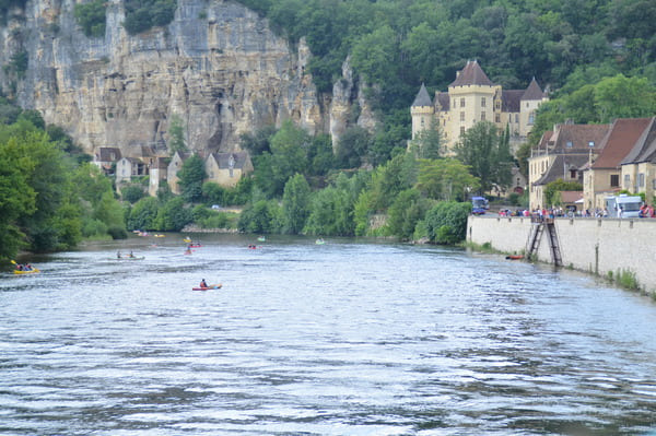 village au bord de la Dordogne