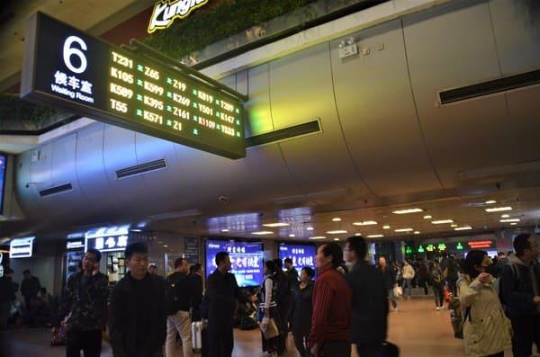 Attendre son train de nuit en Chine