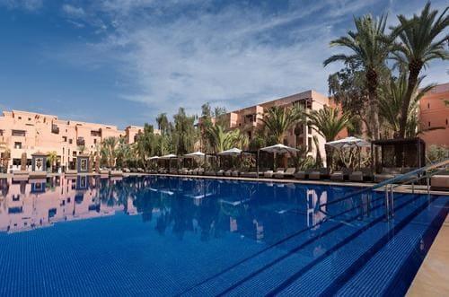 Piscine hôtel Mansour Edhabi