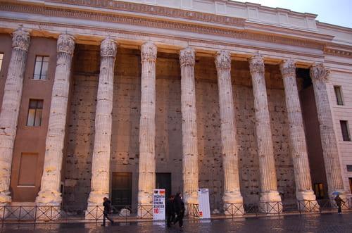 Temple Hadrien Rome