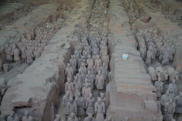 statues armée terre cuite