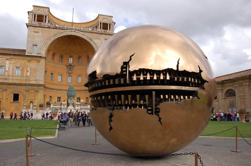 La Cour de la Pigne Vatican