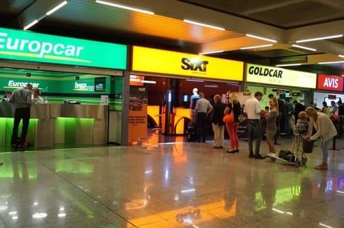 location voiture dans aéroport