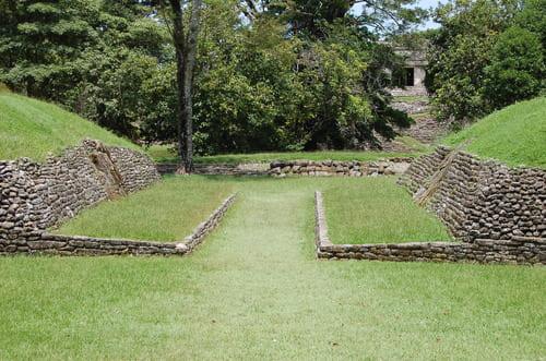 Terrain jeu de balle maya mexique