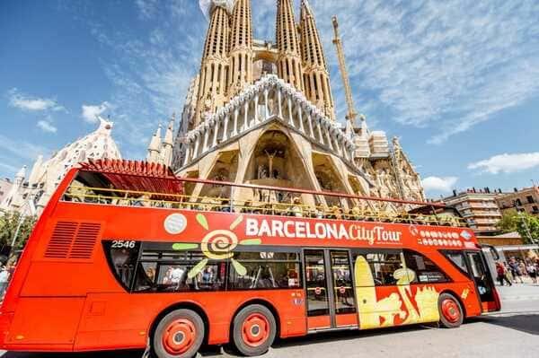 bus touristique Sagrada Barcelone