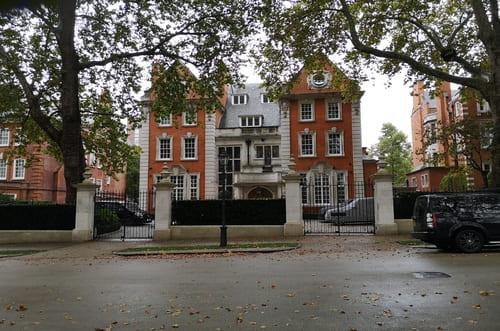 La grande avenue des ambassades à Londres