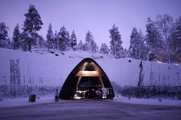 entrée grotte du Santa Park Rovaniemi