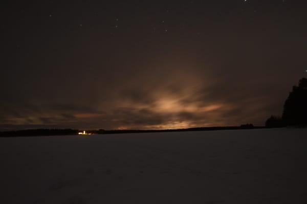 Aurore boréale avec nuages