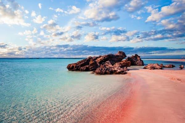 plage sable rose en Crète