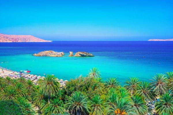 plage avec palmiers en Crète