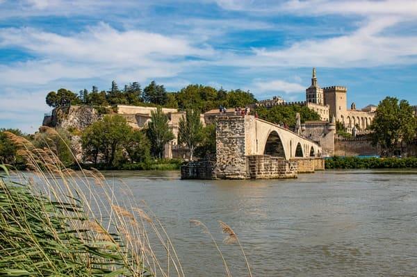 Pont d'Avignon avec le palais des papes