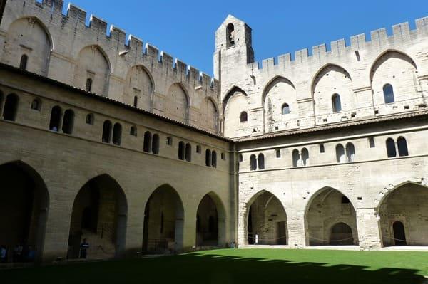 Palais des papes intérieur visite