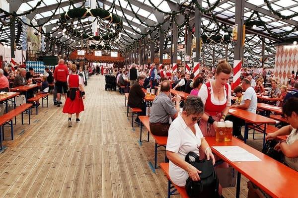 Comment rentrer dans une tente de l'Oktoberfest Munich