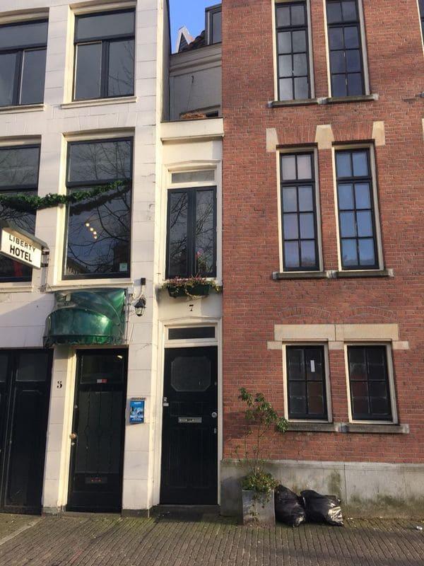Maison insolite étroite à Amsterdam