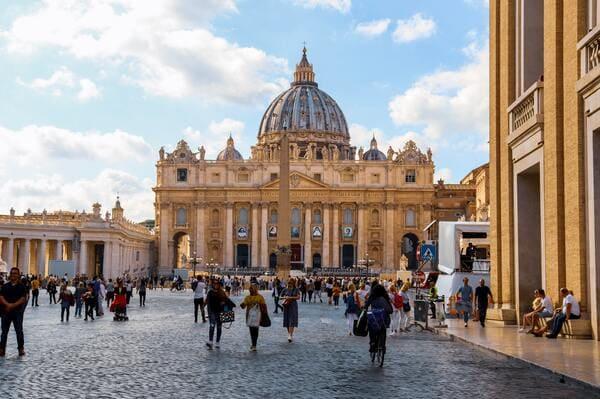 Place de la basilique Saint Pierre de Rome