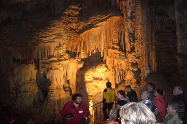 Visite de grotte en Ardèche avec enfants