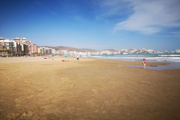 Plage aux environs de Valence en Espagne